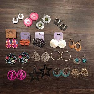 Bundle of 16 Earring